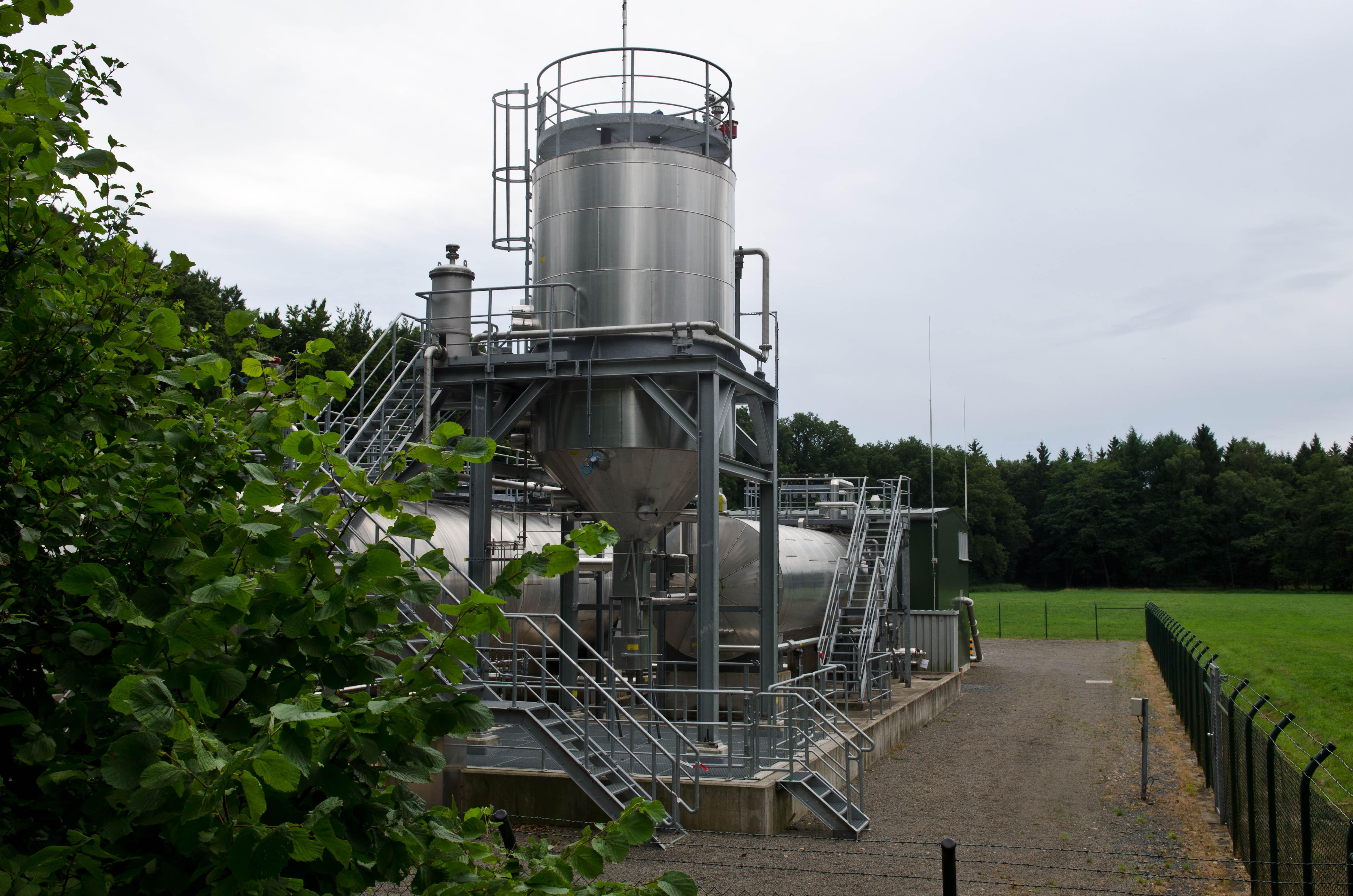 Wittorf-Grapenmühlen: Tanks für Lagerstättenwässer, blitzblank (von außen)